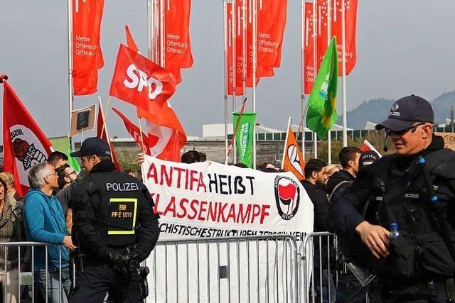 Bis zu 500 Demonstranten gegen AfD in Offenburg – Ralf Özkara ausgebuht