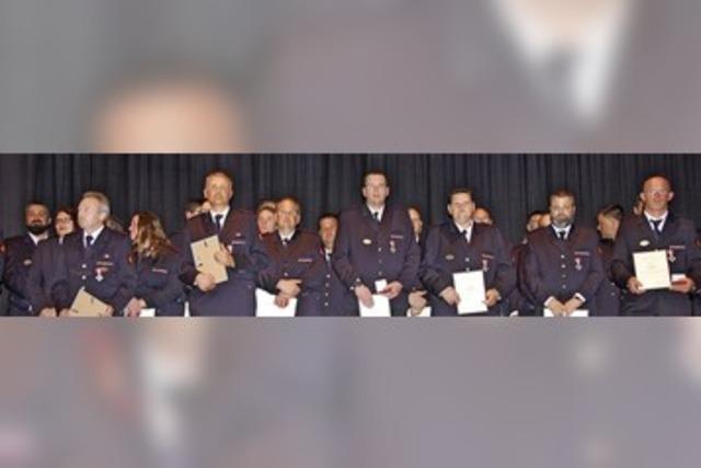 Feuerwehr würdigt Rekordzahl an verdienten Kräften