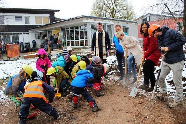 Spatenstich für die Erweiterung des Kindergartens in Stegen