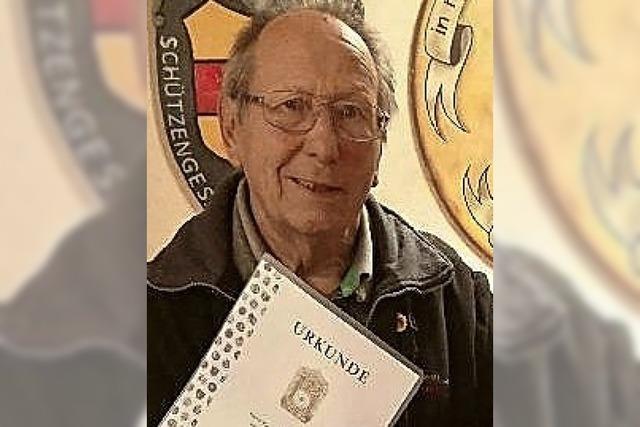 Karl-Heinz Gawlitzek ist seit 50 Jahren Sportschütze