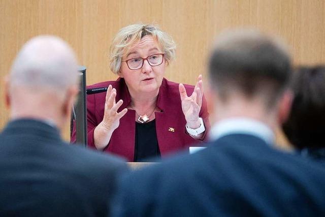 Zulagen-Affäre: Ministerin Bauer hat ein reines Gewissen