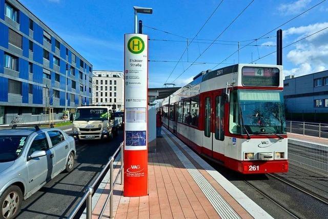 Radfahrerin kollidiert in Freiburg-Mooswald mit Straßenbahn – leichtverletzt