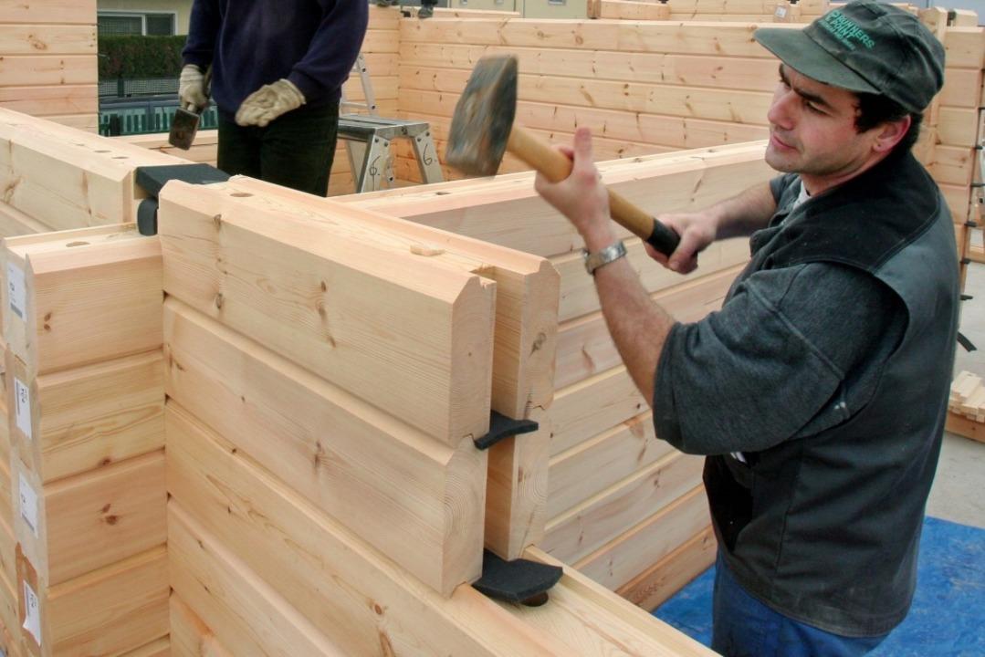 Die Landesregierung will den Einsatz von Holz im Hausbau stärken.  | Foto: Rolf Haid
