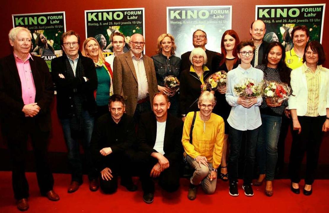 Wie es sich gehört: Das Filmclub-Team ...uf dem roten Teppich bei der Premiere.  | Foto: Babette Staiger