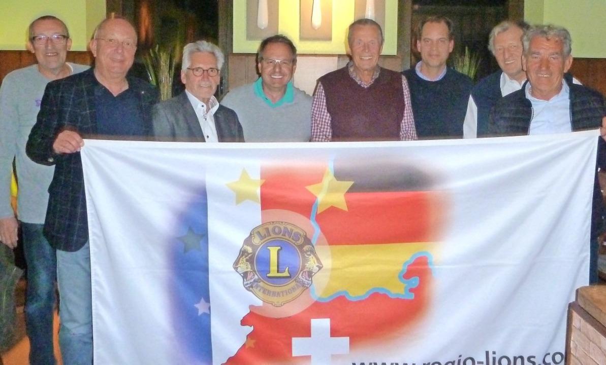 Lions-Mitglieder aus drei Ländern (von...sler, Gerhard Laux und  Dieter Charté   | Foto: Völker