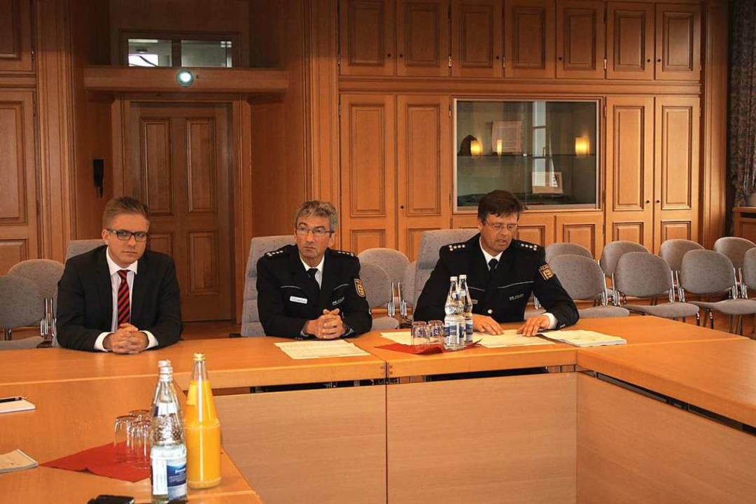 Kai Achim Klare (von links), Joachim O...Vorstellung der Kriminalitätsstatistik  | Foto: Adelbert Mutz