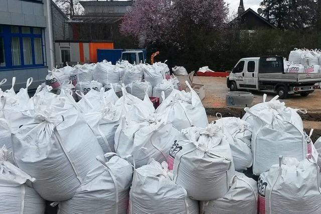 Bauarbeiter finden Asbest auf der Baustelle der Marcher Gemeinschaftsschule