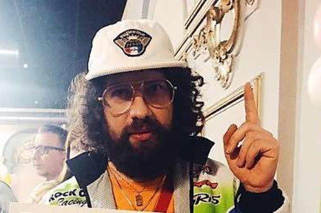 Der aus Degerfelden stammende Rapper Curly hat seine erste Platinplatte bekommen