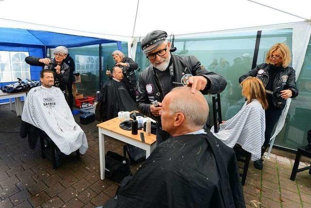Die Barber Angels schneiden Obdachlosen in Freiburg kostenlos die Haare