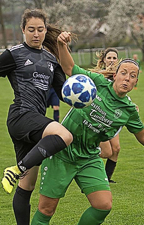 <BZ-FotoAnlauf>Frauenfussball:</BZ-Fot...inks) verlor gegen Primus St. Georgen.  | Foto: vfma
