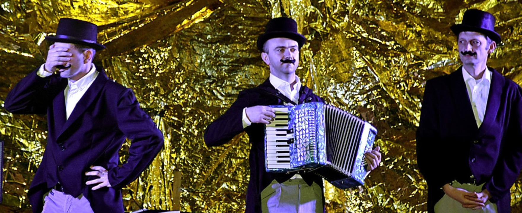 Pantomimische Zwischenspiele: Stefan L...agnus Cordes-Schmid und Waldemar Lang   | Foto: Thomas Biniossek