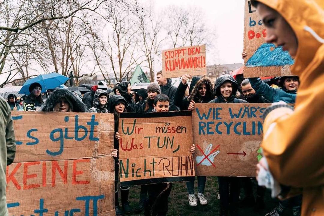 Auch in Freiburg demonstrierten Schüler.  | Foto: Stefan Hipp