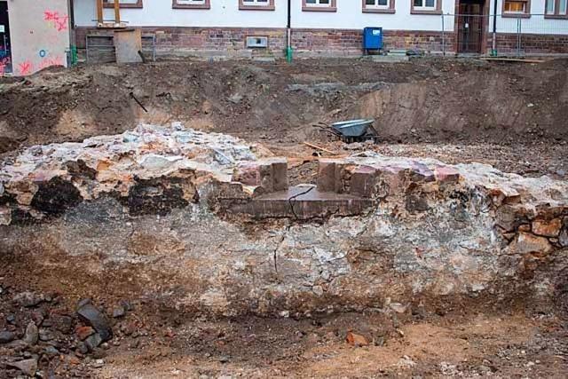 Archäologen finden 400 Jahre alte Wehranlage beim Freiburger Amtsgericht