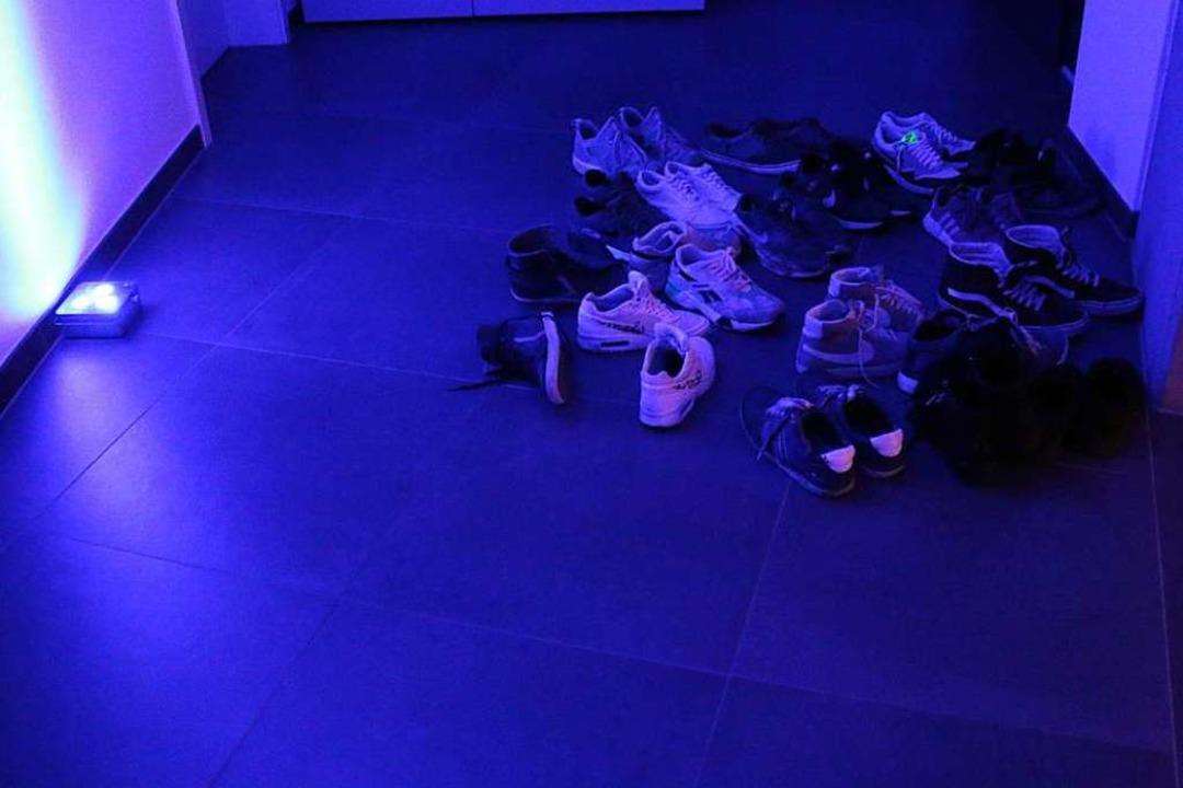 Das Studio wird nur in Socken oder mit Hausschuhen betreten.  | Foto: Julia Stulberg