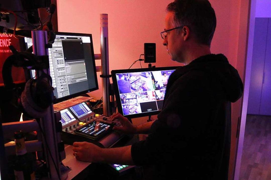 Lucas steuert live, was online gesehen wird.  | Foto: Julia Stulberg