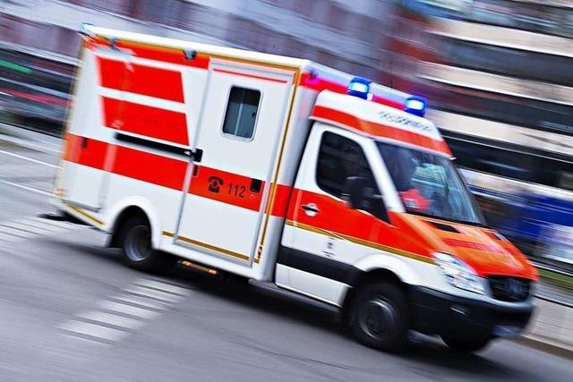 Mann stürzt in Lörrach vom Dach und wird dabei verletzt