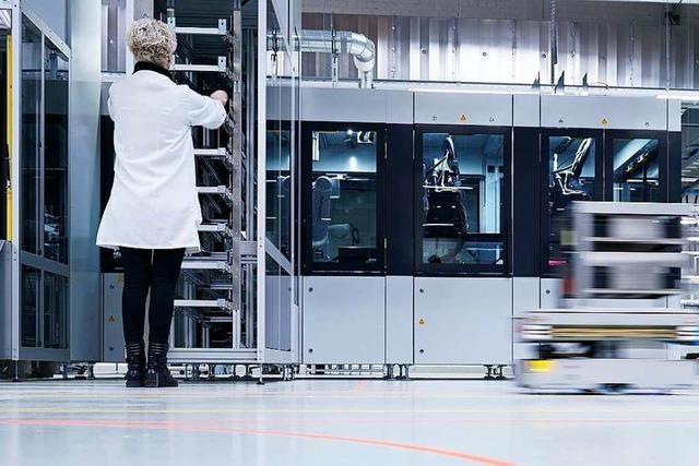 Waldkircher Sensorhersteller Sick hat in Freiburg eine hochmoderne Fabrik eröffnet