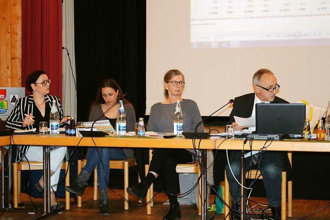 Rektorin Kerstin Framenau (2.v.r.) und...tegration in den Schulstandort Gutach.  | Foto: Karin Heiß