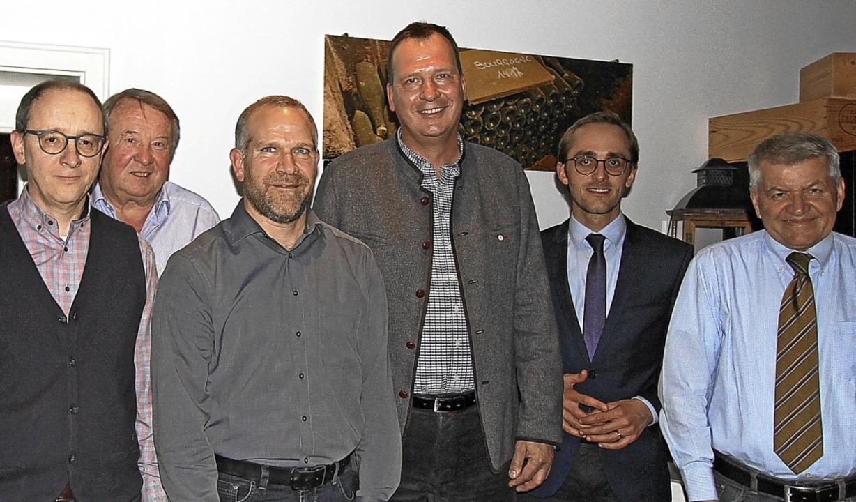 Martin Winter (Dritter von rechts) wur...Erhard Schneider (Zweiter von links).   | Foto: Trogus