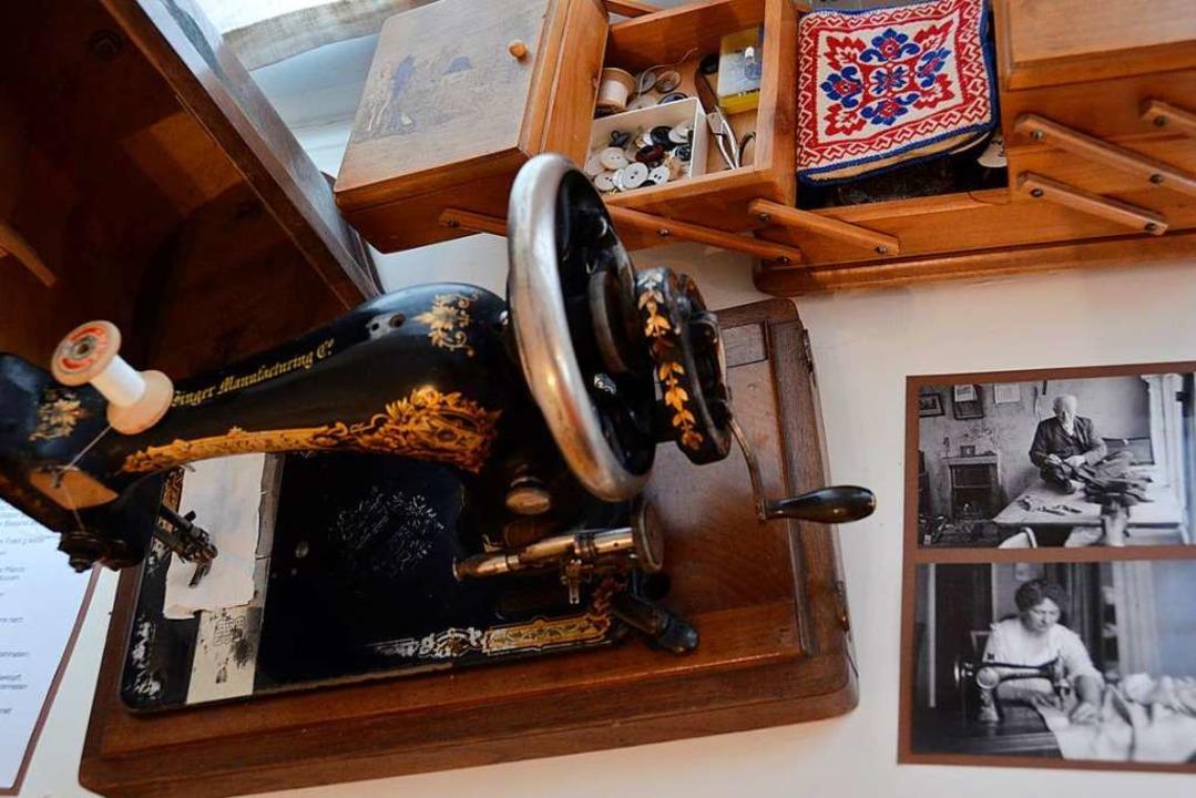 Alte Werkzeuge, wie hier eine Nähmasch... die einst in Biengen vertreten waren.    Foto: Sophia Hesser