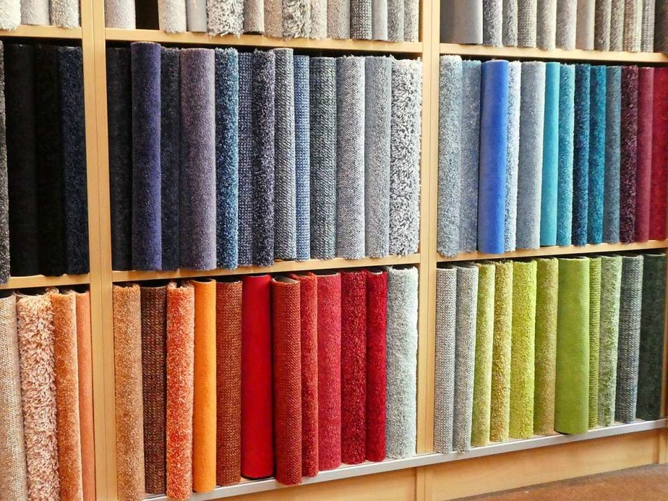 Bei Farben Thon gibt es eine große Auswahl an Bodenbelägen, Tapeten und Farben.  | Foto: Farben Thon