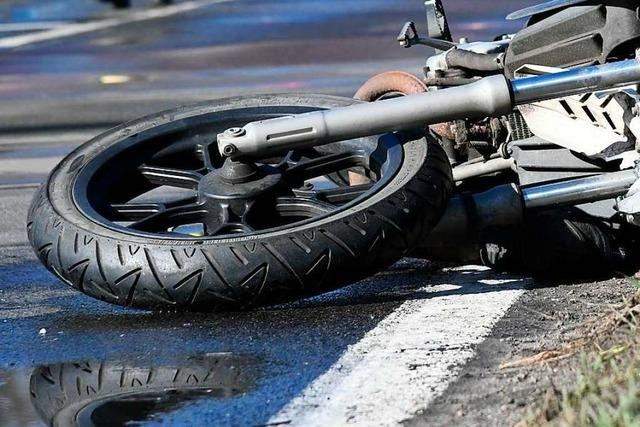 Motorradfahrer wird bei Unfall in Lörrach leicht verletzt