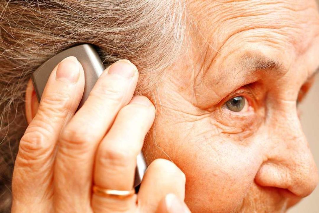 Am Telefon wurden den Opfern vorgetäus...e in einer Notlage wären (Symbolbild).  | Foto: Photocrew (Adobe Stock)