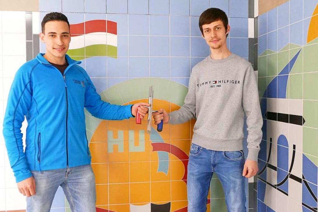 Manuel Söhner aus Neustadt (links) und...gen von der Fliesennationalmannschaft.  | Foto: Tanja Bury
