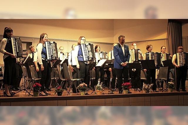 Harmonikafreunde spielen in Müllheim