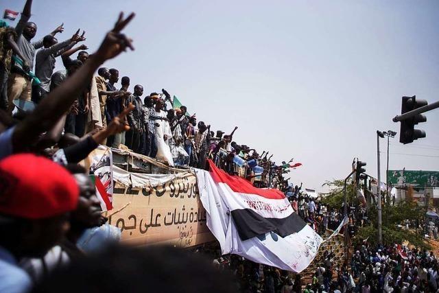 Chef des Militärrats im Sudan verkündet Rücktritt