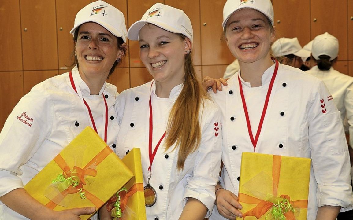 Strahlende Medaillenträgerinnen: Patri...olombi-Hotel; von links) beide Silber.    Foto:  Schnekenburger