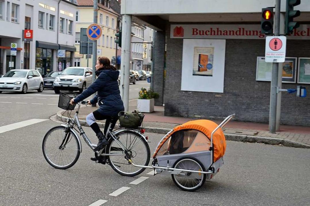 Insbesondere Fahrradfahrer mit Kindera...erheitsabstand einhalten (Symbolfoto).  | Foto: Jasmin Radel