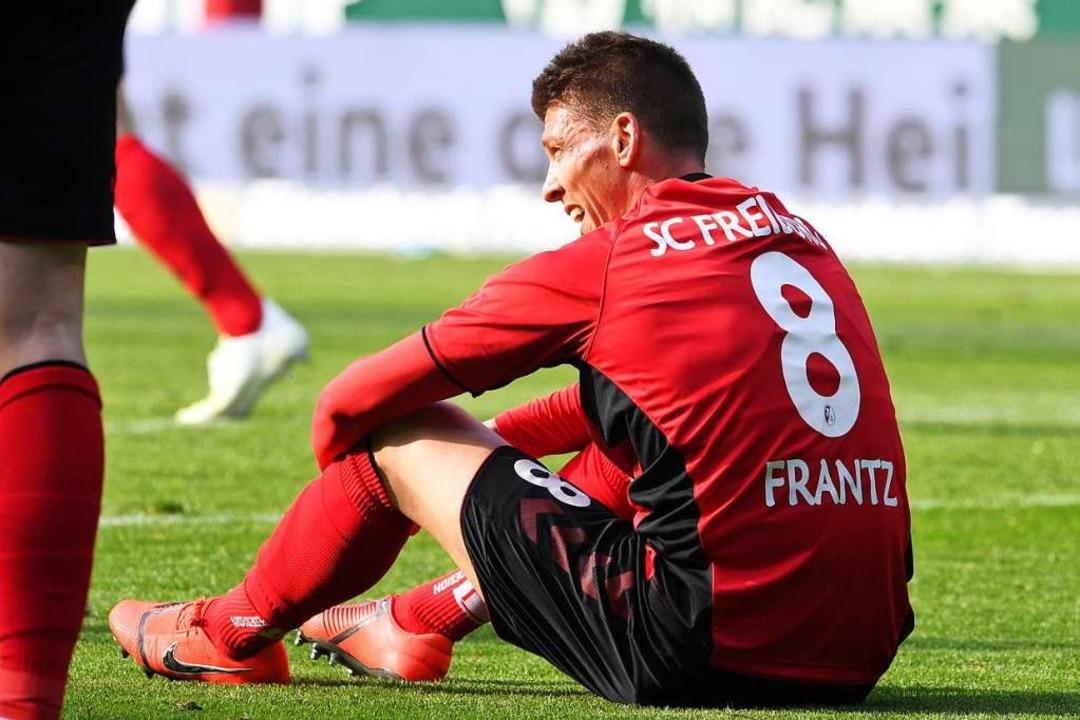 Der SC Freiburg verliert unglücklich i... die Niederlage im Sitzen verarbeiten.  | Foto: dpa