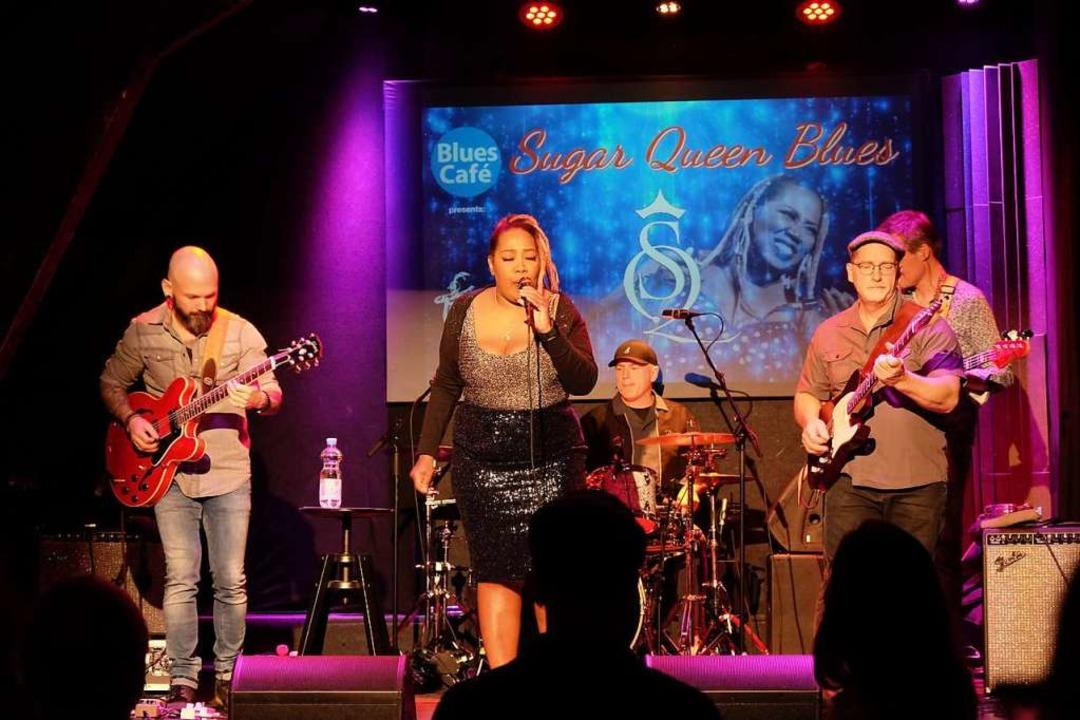 Die Sugar Queen Band mit Sängerin Mich...nise ist im Café Verkehrt aufgetreten.    Foto: Nina Witwicki