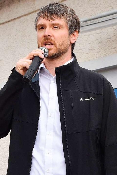 Auch  Jonas Hoffmann (SPD) stärkt den Demonstranten den Rücken.  | Foto: Manfred Hüfner