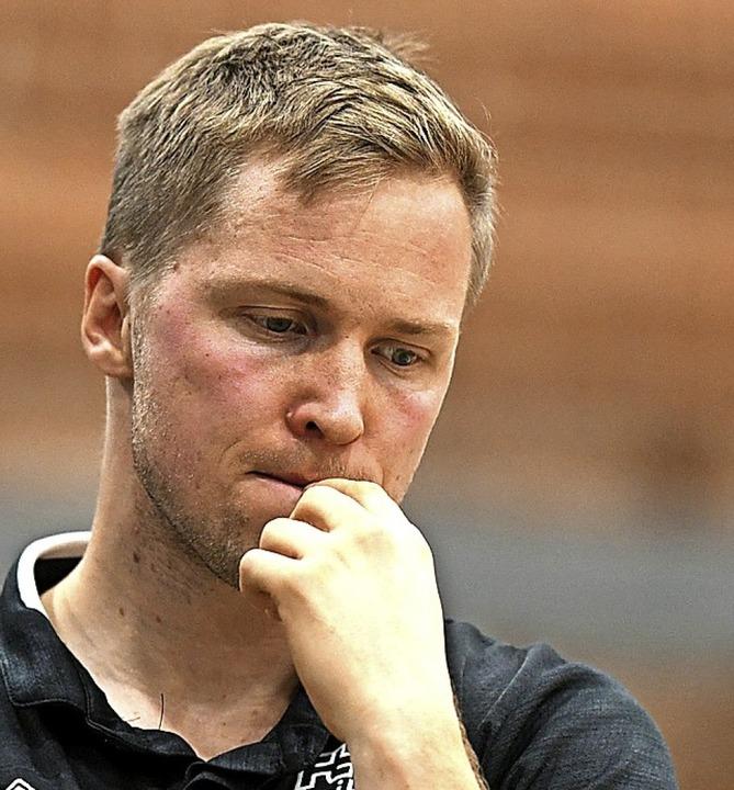 In sich gekehrt nach dem Abstieg:  FT-Trainer Jakob Schönhagen  | Foto: Patrick Seeger