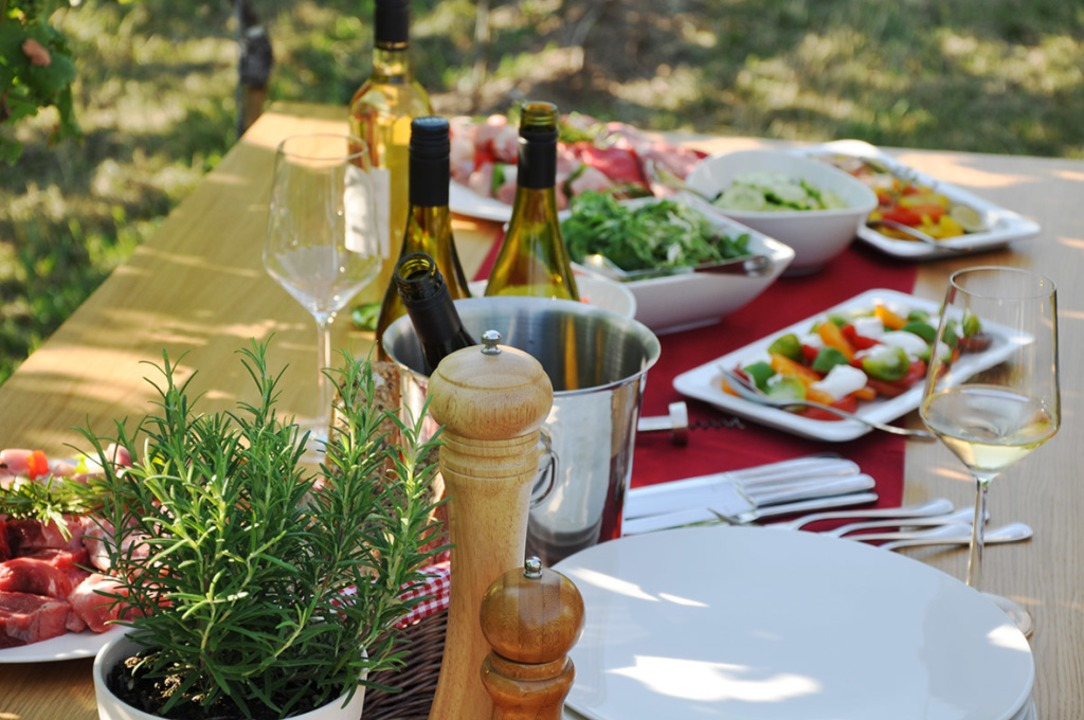 Der passende Wein macht selbst einen k...Snack zu einem kulinarischen Erlebnis.  | Foto: Imageservice Werbeagentur