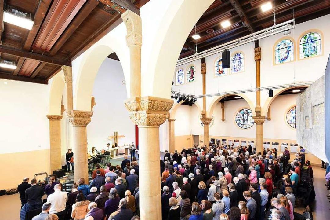 Der evangelische Pfarrer musste aufgru...Männer aus der Pauluskirche verweisen.  | Foto: Rita Eggstein