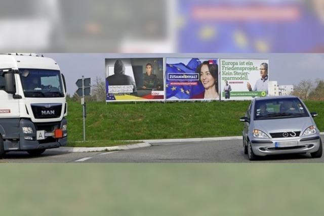 Jetzt hängen sie wieder: Wahlplakate erobern den Straßenraum