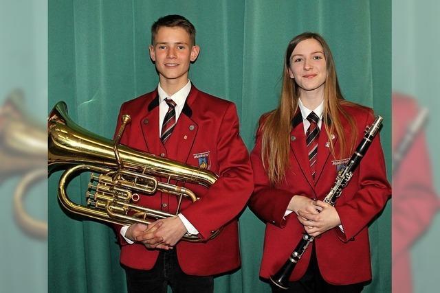 Zwei junge Leute, für die Musik Leidenschaft ist