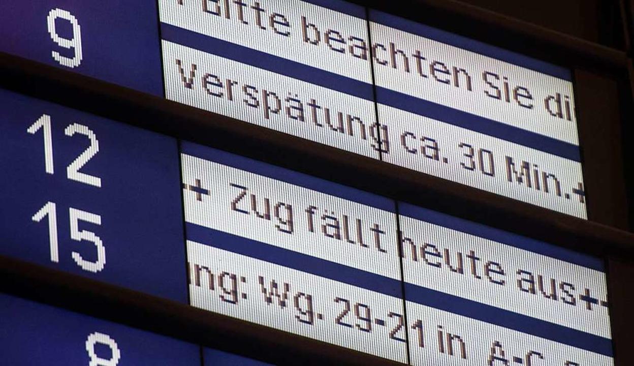 Die Unpünktlichkeit im deutschen Zugverkehr hat zugenommen.  | Foto: dpa