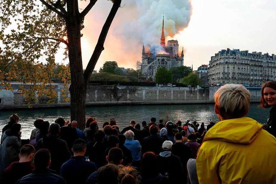In der Pariser Kathedrale Notre-Dame ist am Abend ein Feuer ausgebrochen. Ursache könnten Renovierungsarbeiten sein. (Foto: AFP)