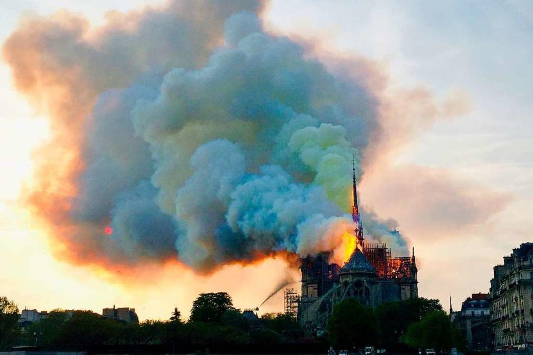 Das Großfeuer im Herzen von Paris bewe...it war es der ARD trotzdem nicht wert.  | Foto: AFP