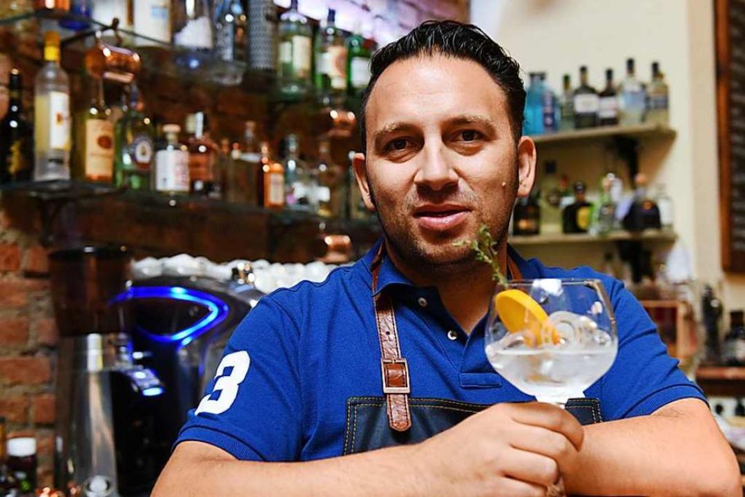 Michael Matzkeit serviert Gin in der &...0; an der Gerberau geben (Archivbild).  | Foto: Patrick Seeger