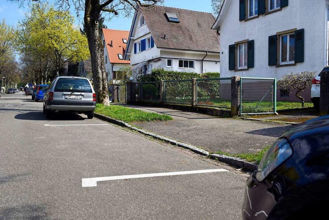 Im nicht-verkehrsberuhigten Bereich ha...usfahrten in Eigeninitiative markiert.    Foto: Thomas Kunz