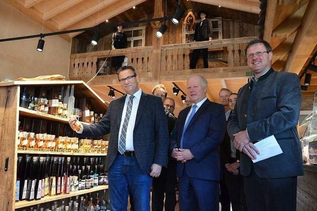 Minister Peter Hauk besucht den Dorfladen in Schweighausen