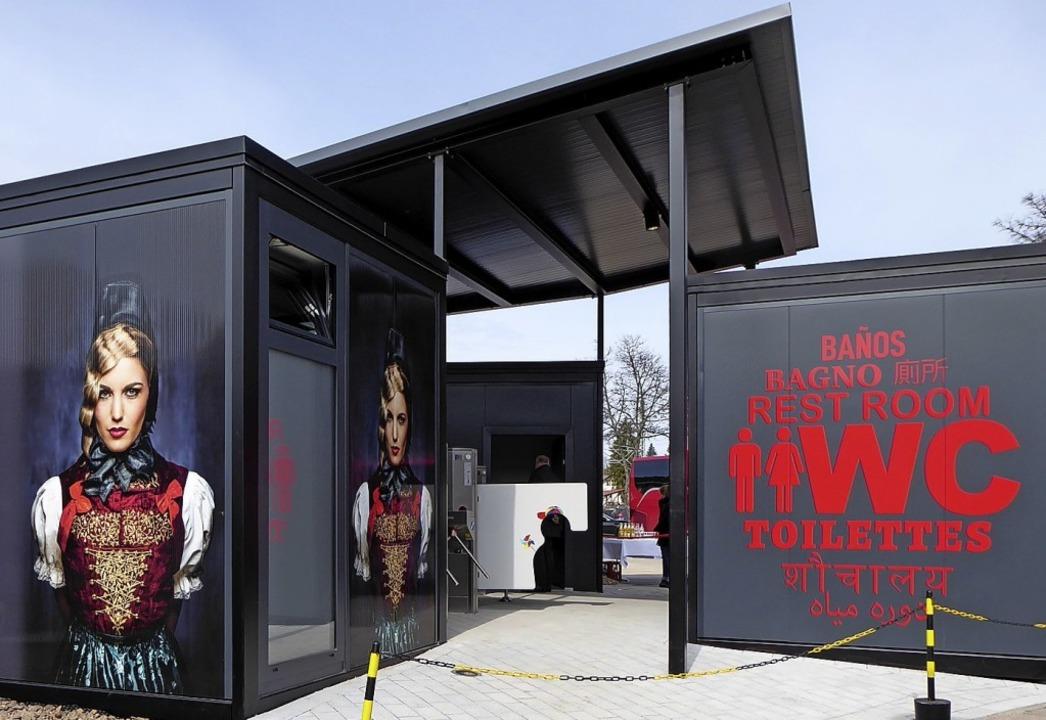Das neue, schicke Geschäftshaus in Titisee    Foto: Stellmach