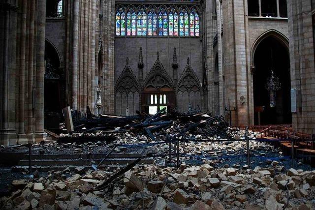 So sieht es nach dem Brand im Inneren von Notre-Dame aus – Frankreich trauert
