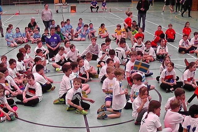 Junge Handballer tragen in Denzlingen eine Mini-Weltmeisterschaft aus