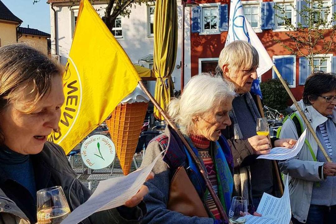 Mit Gesang und Crémant gegen das Akw i... – 417 Mal fand sie schon statt.  | Foto: Julius Wilhelm Steckmeister